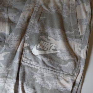 Nike Capri Camo Joggers